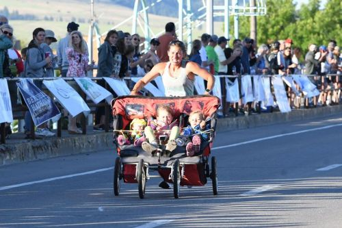 Woman pushes triple-stroller to world record