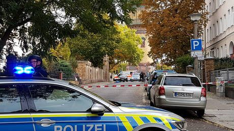 Attackers wore combat-style clothing, had several weapons - eyewitnesses to shooting outside German synagogue