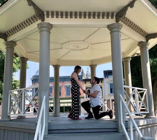 'Gilmore Girls' superfan gets proposed in iconic location from show
