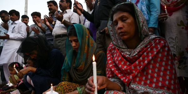 People around the world are honoring the victims of the Sri Lanka bombings that killed more than 300 people