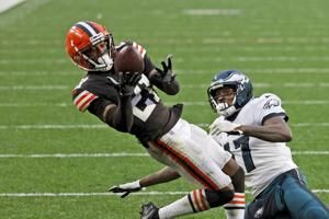 Browns top cornerback Ward to miss time with strained calf