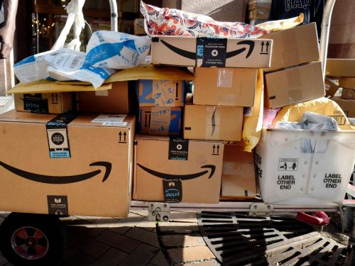 People are quitting their jobs to make thousands selling everyday items on Amazon.Here's a look inside one exclusive resale group, where members have sold over $400,000 worth of goods since May