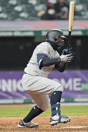 Slumping Yankees rally from early hole to down Indians 6-3