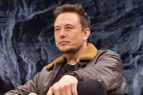 Elon Musk's bizarre tweets are raising red flags on Wall Street