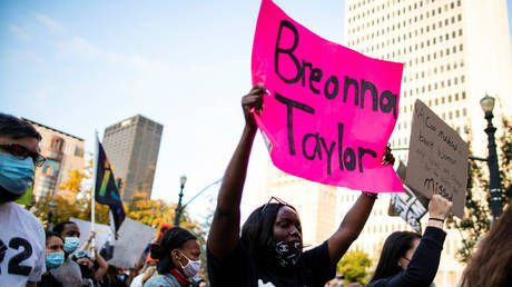 Ex-cop pleads NOT GUILTY to endangerment charges in Breonna Taylor shooting case