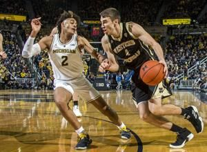 No. 5 Michigan beats Western Michigan 70-62, stays unbeaten