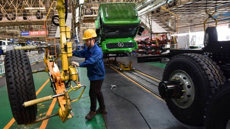 China's manufacturing activity rises at fastest pace in nearly a decade, survey shows