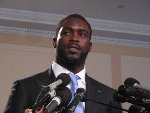 Over 200,000 sign petition demanding NFL remove Michael Vick as honorary Pro Bowl captain