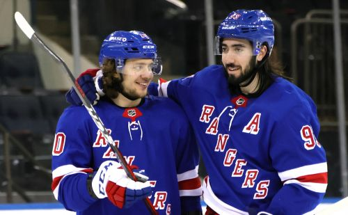 Artemi Panarin leads Rangers to blowout win over Penguins