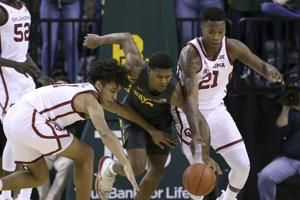 No. 1 Baylor wins 15th in a row, beating Oklahoma 61-57