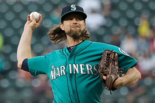 Mariners' Mike Leake loses perfect game in ninth