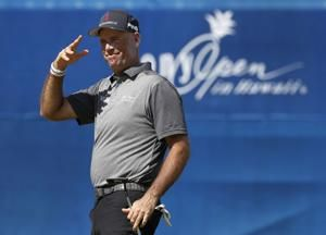 Matt Kuchar takes 1-shot lead at Sony Open