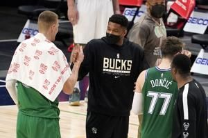 Bucks missing all 5 starters against Hornets