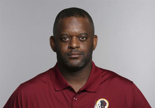 Steelers name Ike Hilliard receivers coach