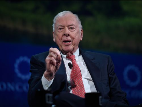 Oil tycoon T. Boone Pickens left a message from beyond the grave touting his Twitter rivalry with Drake and his favorite life lessons