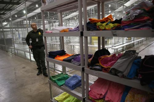 Trump to move to expand detentions of migrant families