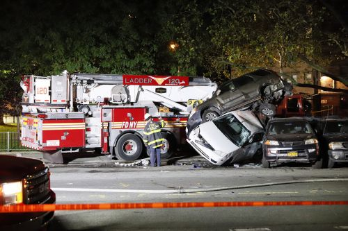 Firefighter suffers seizure, crashes FDNY truck in Brooklyn