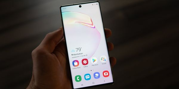 Samsung phones have the best screens, but they're set to a lower resolution than they're capable of by default - here's why