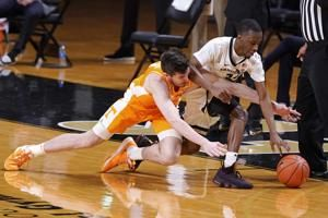 Bailey scores 21, No. 25 Tennessee beats Vanderbilt 70-58