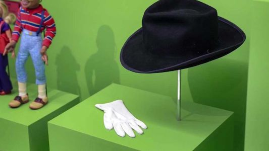 Responding to controversy, children's museum removes Michael Jackson's hat and gloves