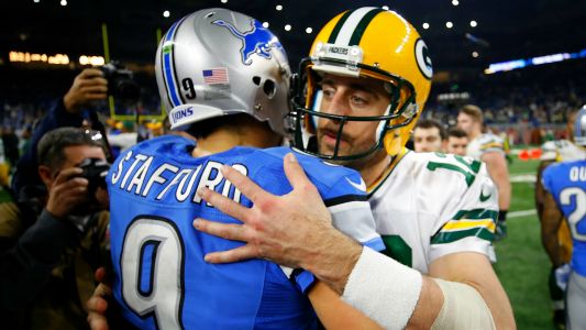 Matthew Stafford shows Aaron Rodgers how to properly chug a beer