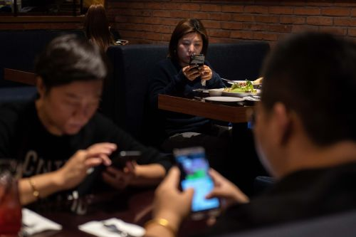 'It is a true addiction': Restaurant chain tests 'no-phone zone' to get people talking