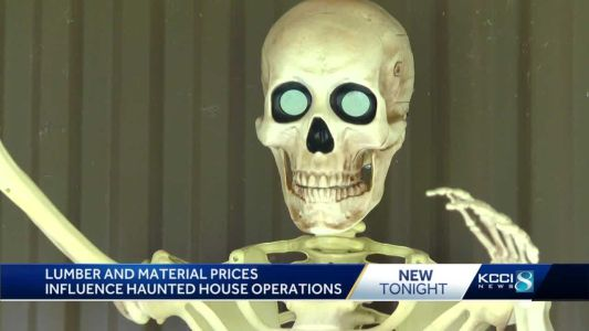 Iowa haunted houses struggle to open amid lumber prices