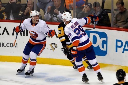 Islanders complete wild rally to push point streak to 15