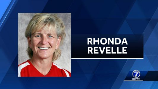 Huskers place head softball coach Rhonda Revelle on administrative leave