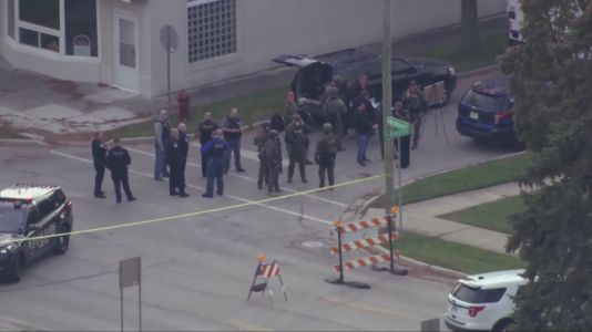 Residents on edge amid hours-long police standoff in Villa Park