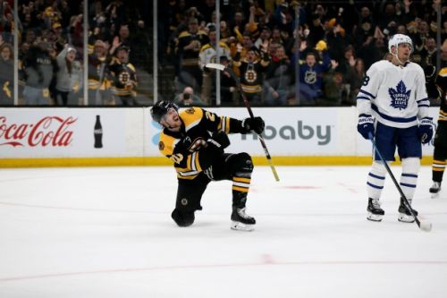 Bruins eliminate Maple Leafs in wire-to-wire Game 7 win