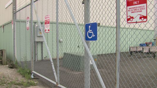 Handicap parking mistake or confusing signs? Cars towed outside Bay View bar, restaurant