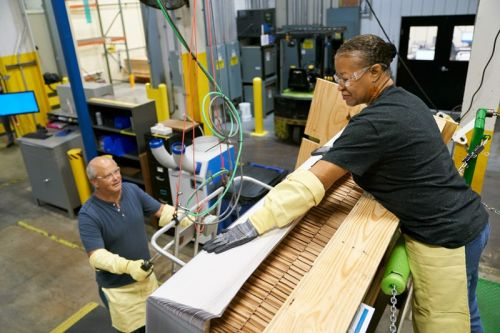 Apple invests a further $250m in Corning