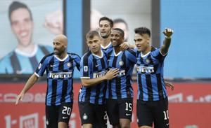 Soccer-Sanchez inspires Inter to 6-0 triumph over Brescia