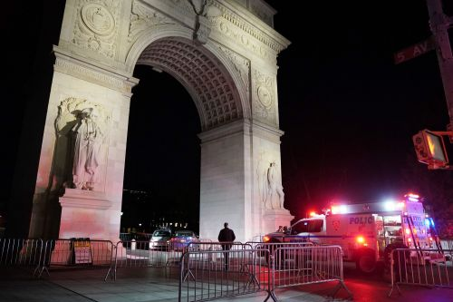 Driver slams into Washington Square Park's landmark arch, injuring cop