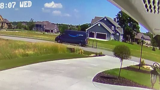 Caught on camera: Amazon truck smashing homeowner's mailbox