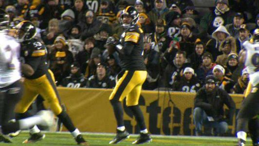 Steelers fans jolted by Ben Roethlisberger injury, speculate on his fate with football