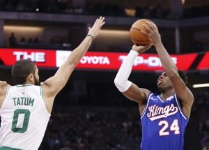 Kings snap Celtics' 10-game win streak with 100-99 Victory