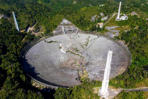 A video shows the 'violent' collapse of the iconic Arecibo telescope. It sounded like an avalanche, a staff scientist said