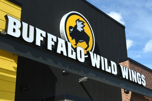 Lawsuit claims Buffalo Wild Wings would refuse service to black customers