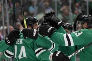 Benn scores twice, streaking Stars beat Canucks 6-1