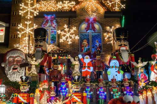 City Council passes bill to ban food vendors at Dyker Heights Christmas display