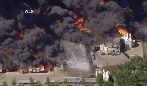 Massive fire breaks out at Illinois chemical plant