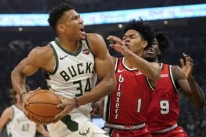 Giannis Antetokounmpo has triple-double in Bucks' victory