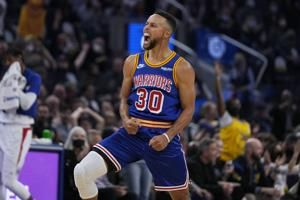 Stephen Curry scores 45, Warriors hold off Clippers 115-113