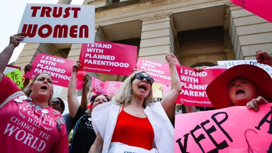 Federal judge blocks Mississippi's 6-week abortion ban