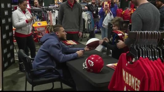 Chiefs fans line up for chance to meet Honey Badger