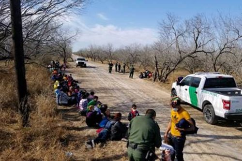 Border Patrol agents detain group of 107 immigrants in Texas