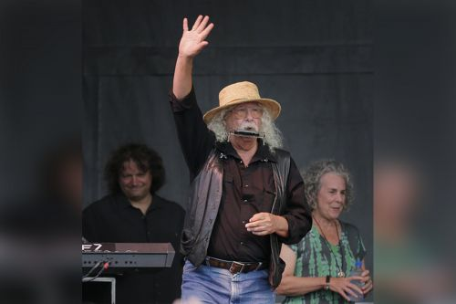 Arlo Guthrie retiring from touring due to health concerns