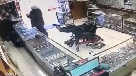Armed robbery: Wheelchair-bound man attacks jewelry store in Brazil brandishing gun with his FEET
